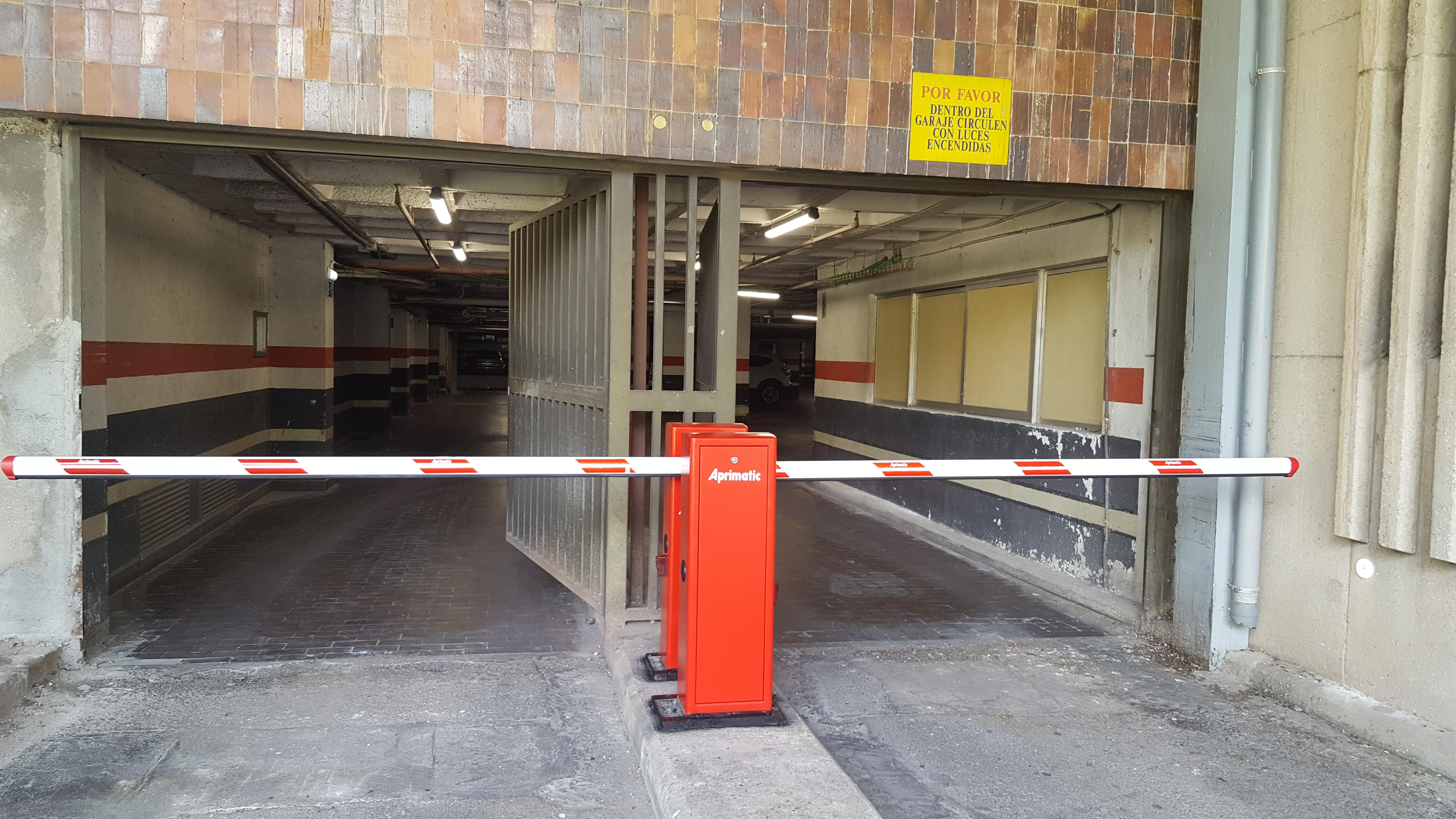 Barrera, automatismos en parking - Hospital Gómez Ulla